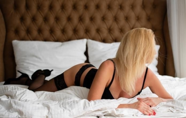 Jenifer erotic massage Prague